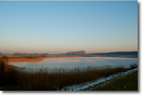 The Moon Over Flanders (18mm)