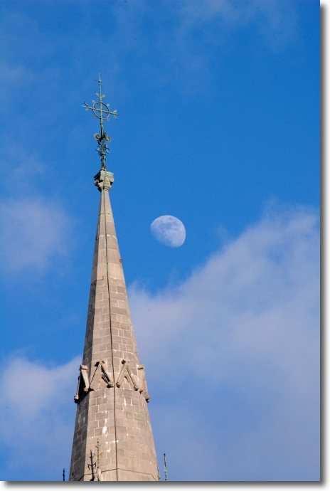 The Moon with the Spire of the Gunne Chapel (200mm)